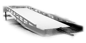 Illustration d'une rampe de chargement conforme, accessoire utile pour les quais de chargement dans la prévention des risques d'accident liés au chargement / déchargement